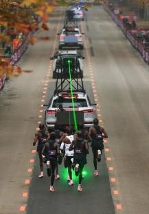 eliud-kipchoge-ha-corso-la-maratona-a-vienna-in-meno-di-2-ore-foto-ap